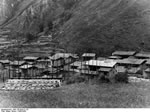 Bundesarchiv Bild 135-BAII-21-34, Tibetexpedition, Dorf Im Chumbital