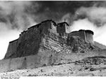 Bundesarchiv Bild 135-S-04-13-02, Tibetexpedition, Die Burg Kampadzong