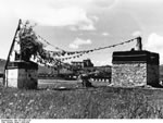 Bundesarchiv Bild 135-S-06-13-38, Tibetexpedition, Chörten