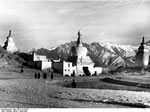 Bundesarchiv Bild 135-S-12-04-02, Tibetexpedition, Lhasa, Eingangstor