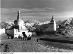 Bundesarchiv Bild 135-S-12-04-10, Tibetexpedition, Lhasa, Eingangstor