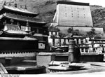 Bundesarchiv Bild 135-S-15-39-25, Tibetexpedition, Tashi Lhunpo, Thangkamauer