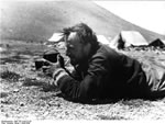 Bundesarchiv Bild 135-S-04-22-26, Tibetexpedition, Krause Filmend