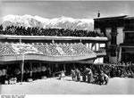 Bundesarchiv Bild 135-S-12-02-26, Tibetexpedition, Neujahrsfest Potala