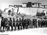 Bundesarchiv Bild 135-S-17-09-11, Tibetexpedition, Shigatse, Truppenparade
